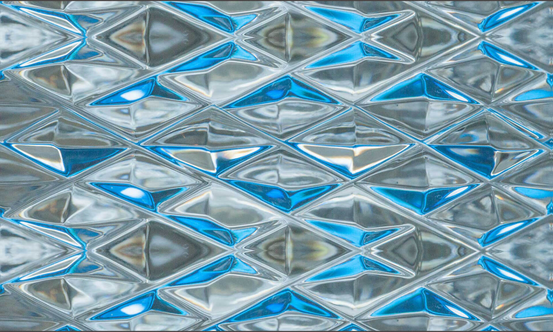 Diamond Blue Glass (DE9054) Doug Garrabrants